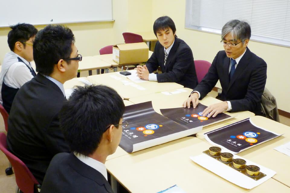 地元大学と産学連携し、コラボ商品を開発。